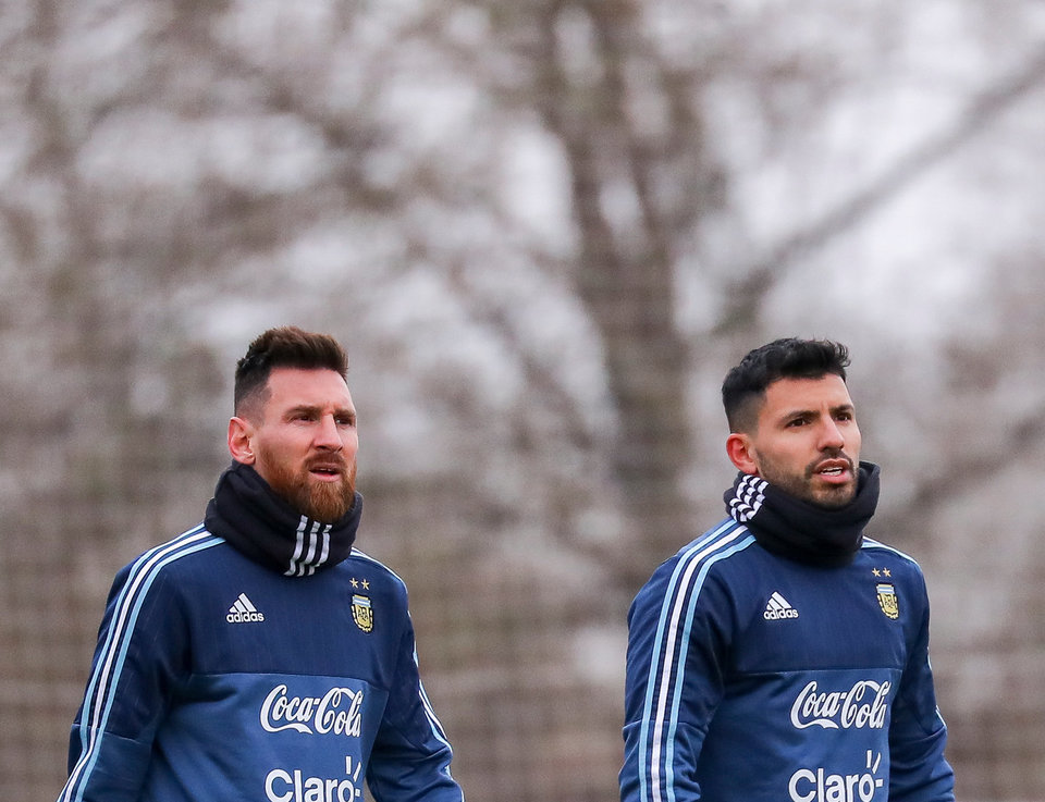 СМИ: Агуэро согласится перейти в «Барселону», если в клубе останется Месси