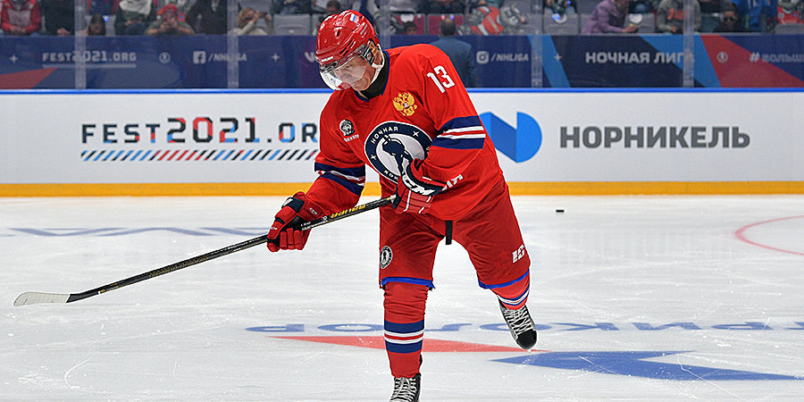 Путин забросил две шайбы во втором периоде гала-матча Ночной хоккейной лиги
