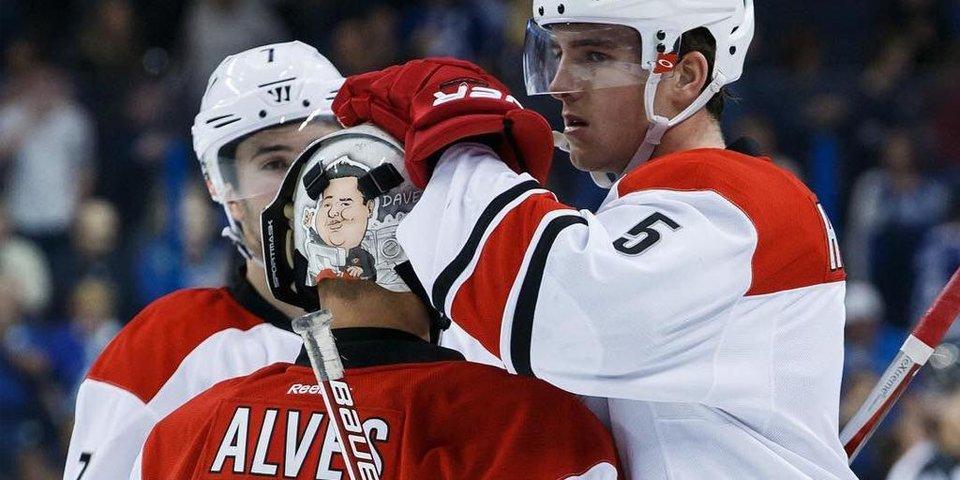 Менеджер «Каролины» по экипировке сыграл в матче НХЛ