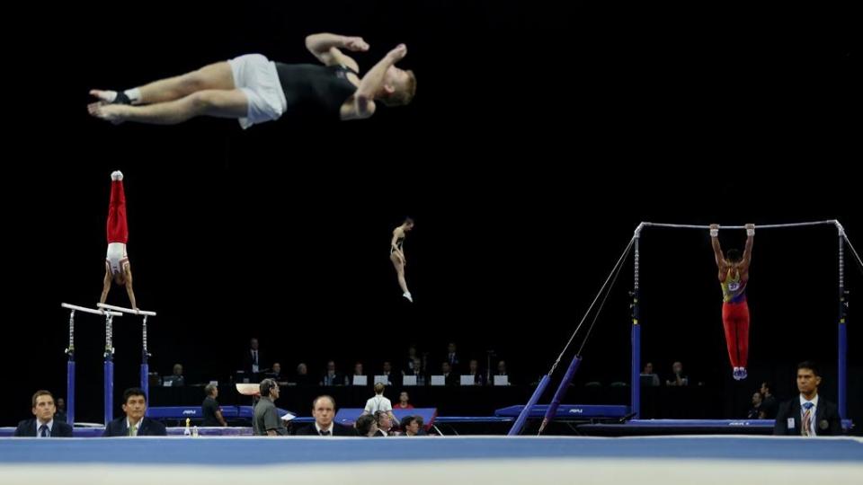 Российские гимнасты завоевали серебро в командном турнире на ЧМ