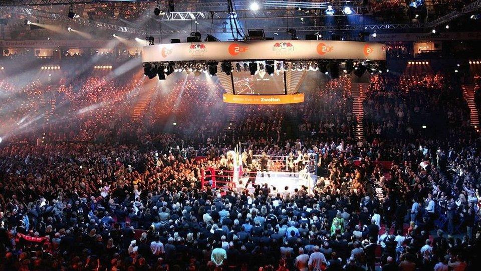 Стали известны предварительные даты боев Власова и Файфера в четвертьфинале WBSS