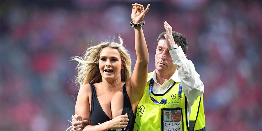 УЕФА оштрафовал на 15 тысяч евро девушку, выбежавшую на поле в купальнике во время финала ЛЧ