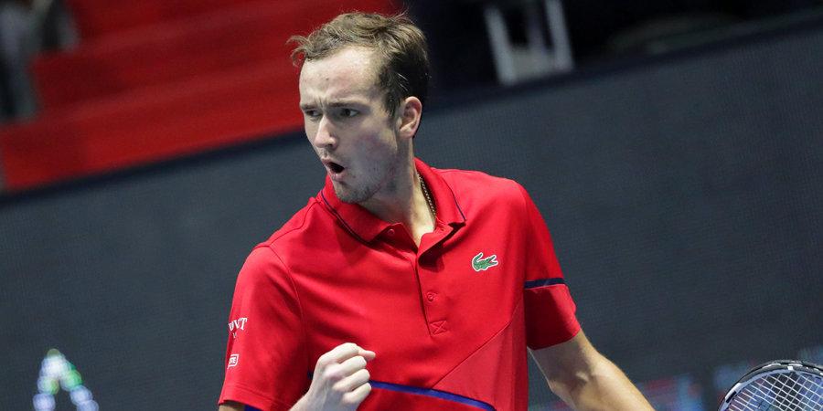 Медведев стартовал с победы на турнире в Шанхае
