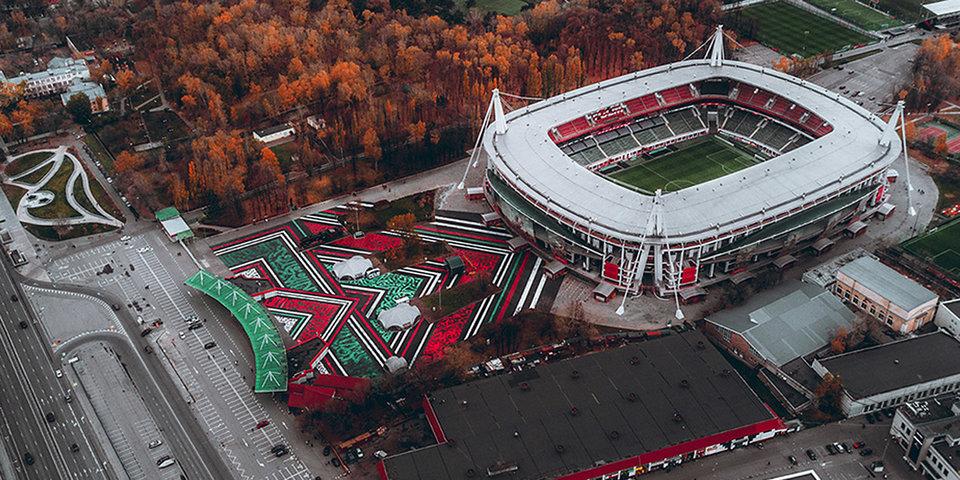 Покрас Лампас создал самое большое каллиграфити в мире перед стадионом «Локомотива»