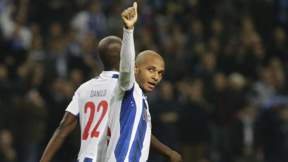 «Порту» разгромил «Лестер» и вышел в плей-офф Лиги чемпионов