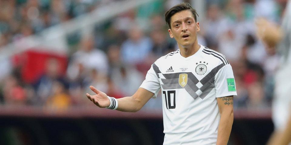 «Пора вернуть Боатенга». Озил пошутил над сборной Германии после разгрома от Испании