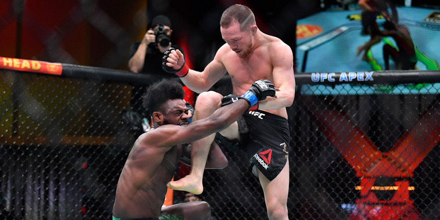 Стерлинг заплакал и выбросил пояс UFC после победы над Яном