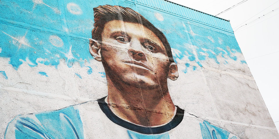 «Месси такой надменный вышел». Кто бесплатно сделал граффити стоимостью 200 тысяч