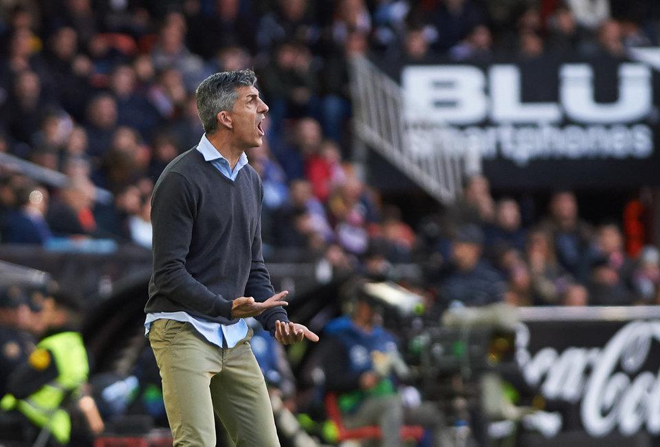 Тренер «Реала Сосьедад» бурно отпраздновал победу в Кубке Испании прямо на пресс-конференции (видео)