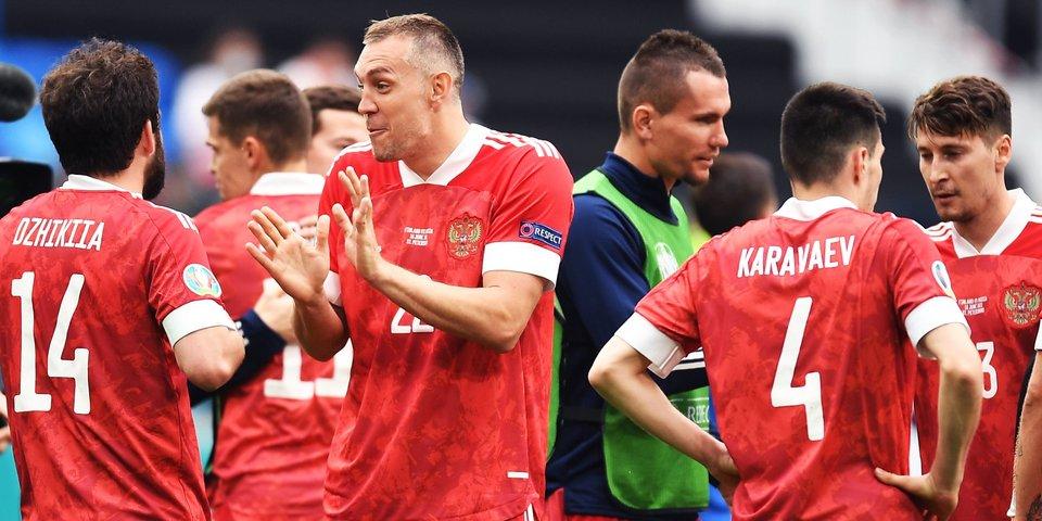 Сотрудники посольства РФ придут на матч с Данией с баннером «Здесь нас мало, дома — миллионы»