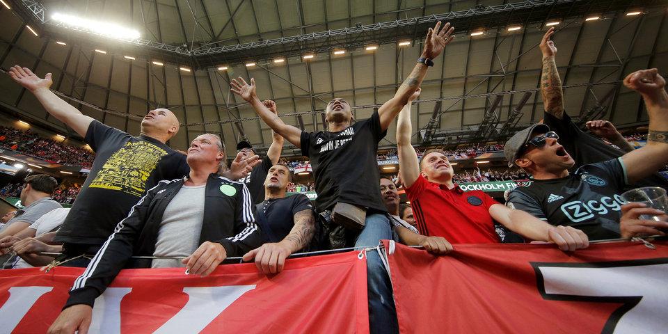 Болельщики «Аякса» столкнулись с полицией на матче Лиги чемпионов с «Бенфикой»