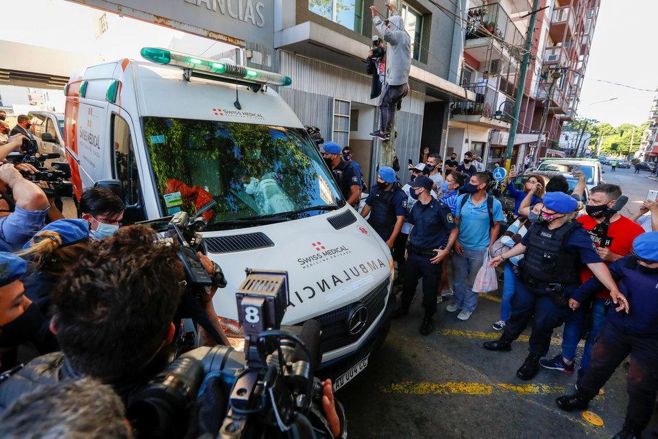 СМИ: Скорая помощь приехала к дому Марадоны за 11 минут