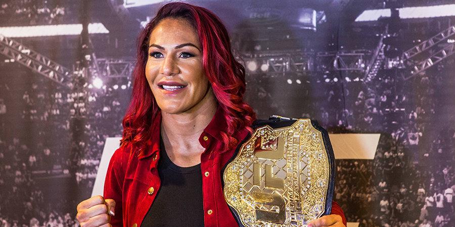 Бывшая чемпионка UFC опубликовала фото с откровенной фотосессии