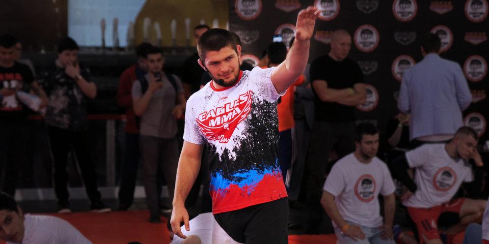 Нурмагомедов поздравил Фергюсона с завоеванием временного пояса UFC