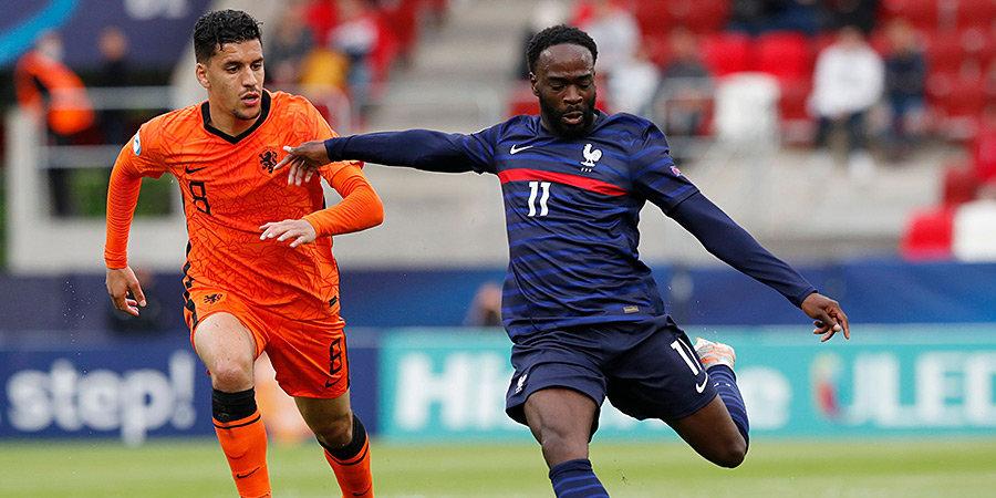 Гол Боаду на 94-й минуте помог сборной Нидерландов выйти в полуфинал молодежного ЧЕ