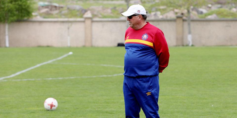 «Команды у меня всегда интересные». Александр Тарханов выиграл серебро чемпионата Армении с «Пюником»