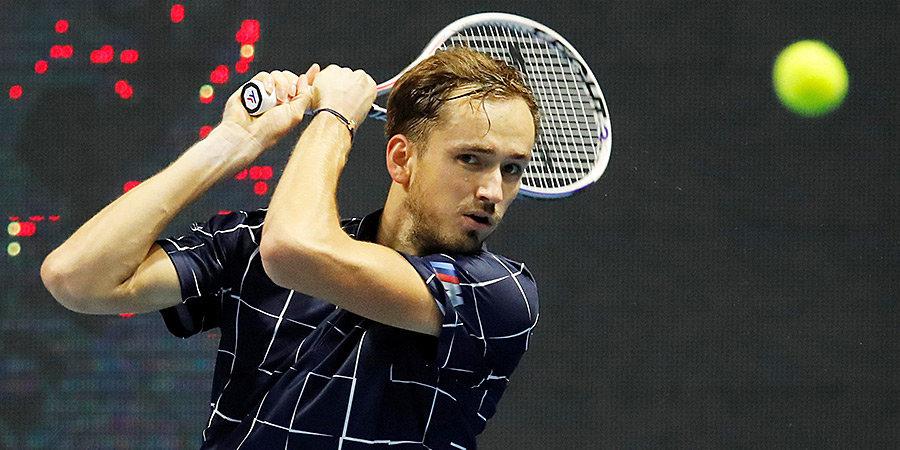 Медведев вышел в финал Итогового турнира ATP, очередное поражение «Барселоны», «Спартак» сыграл вничью с «Динамо» и другие ночные новости