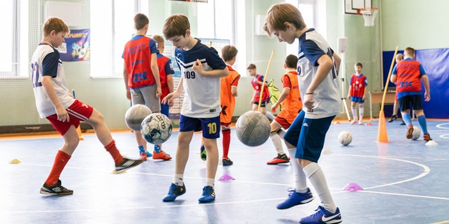 В восьми регионах России введен урок футбола