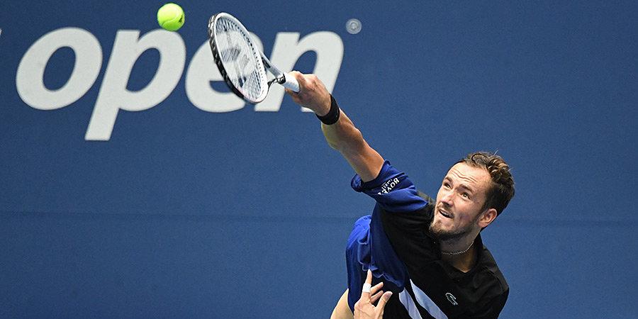 Медведев вышел в 3-й круг в Париже после травмы Андерсона