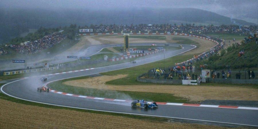 Лучший обгон Шумахера, худший пит-стоп «Феррари» и самый необычный лидер. Топ-5 гонок на великом «Нюрбургринге»