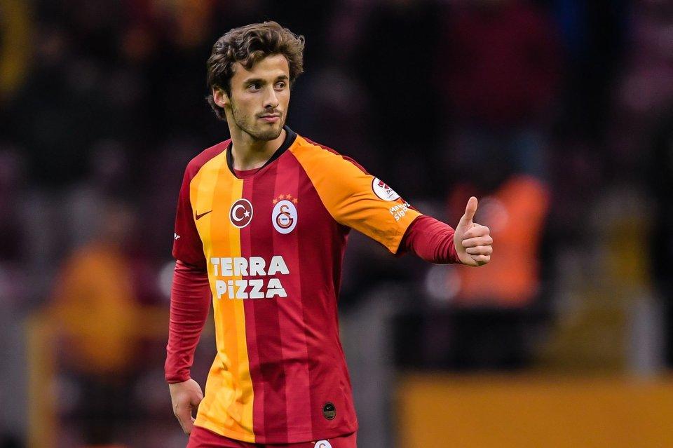 Три футболиста «Галатасарая» сдали положительные тесты на COVID-19