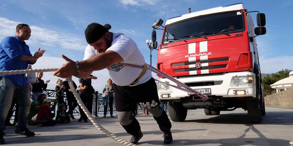 «Сила — в крымских чебуреках». Герой первого выпуска проекта «Самые сильные» двигает теплоходы и пожарные машины