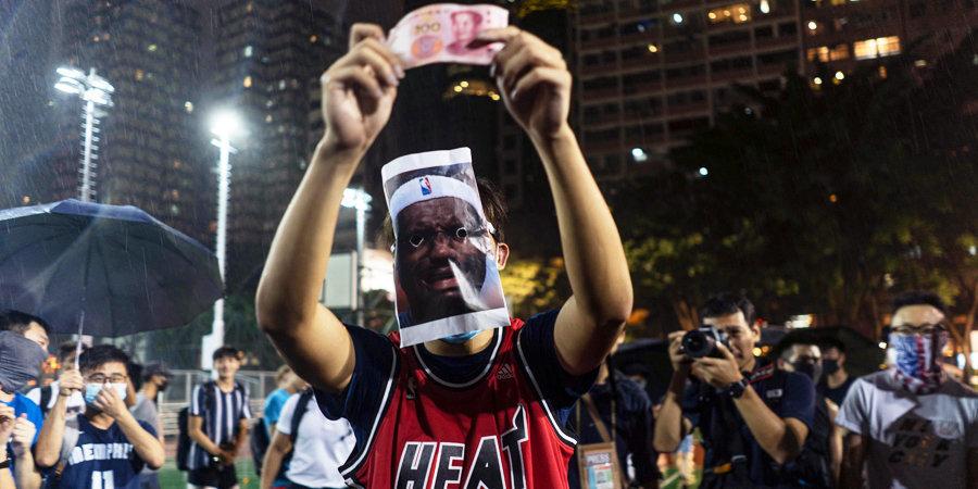 Леброн впервые заговорил о скандале между НБА и Китаем. Теперь в Гонконге жгут его майки