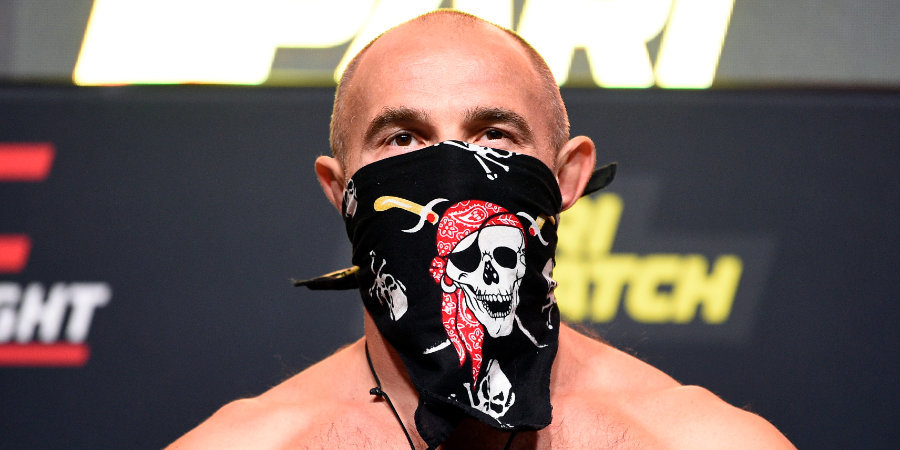 Олейник прилетел в Лас-Вегас на бой с Даукасом