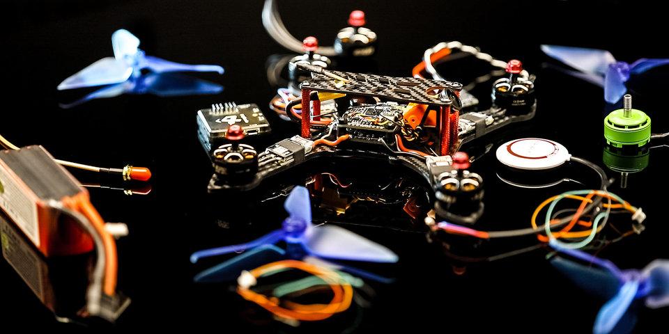 Экшн-камеры, специальные очки и битва с роботами. Почему за гонками дронов — будущее