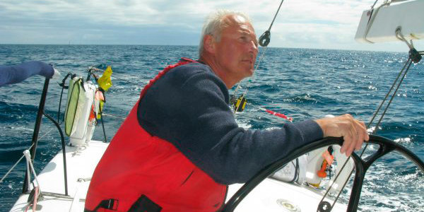 «Завещание написал. Там разберутся». 66-летний яхтсмен отправляется в одиночную кругосветную гонку