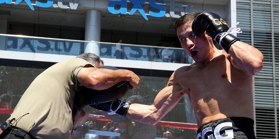 Как российский боксер со сломанной рукой победил Геннадия Головкина. История на «Матч ТВ»