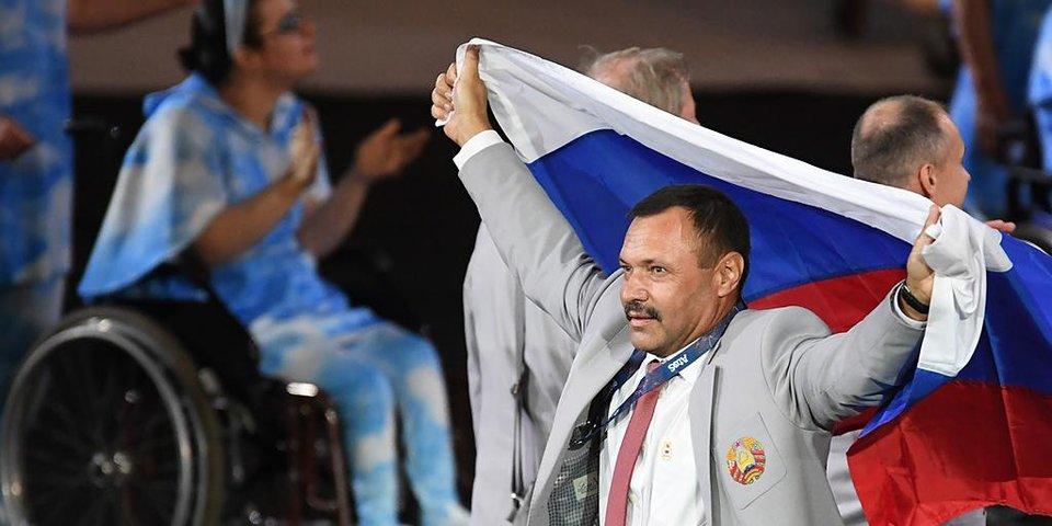 «Это, безусловно, поступок». Паралимпийцы из Белоруссии принесли российский флаг на церемонию открытия Игр в Рио