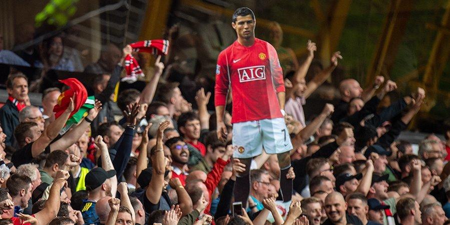 «Огромное спасибо Кавани за его невероятный жест». Роналду будет выступать в «МЮ» под седьмым номером
