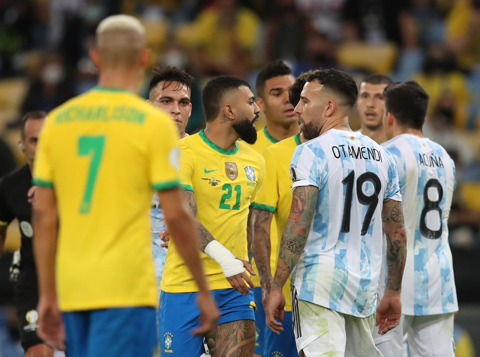 Матч Бразилия — Аргентина прерван из-за потасовки между представителями команд