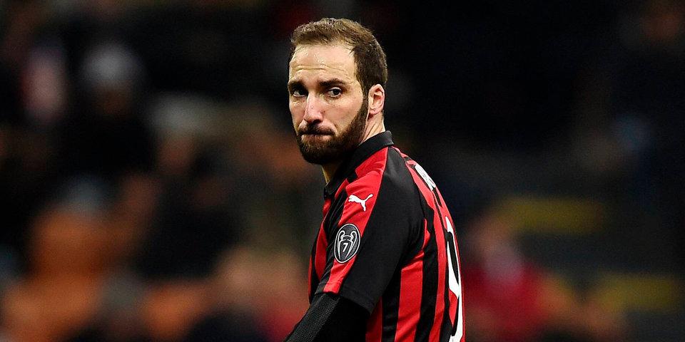 «Милан» невзял Игуаина вГеную— форвард переходит в«Челси»