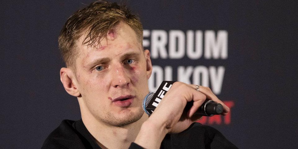 На церемонии взвешивания участников UFC едва не случилась драка