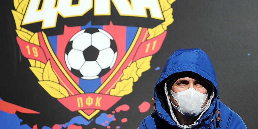 Когда можно будет играть в России в футбол и почему клубы не хотят играть без зрителей?