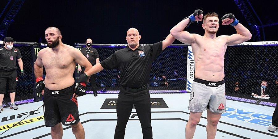 Кажется, один российский боец уволил другого из UFC. Что случилось в Абу-Даби