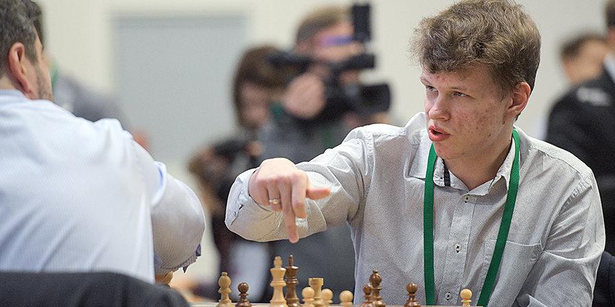 Дубов и Артемьев на пол-очка опережают Карлсена после двух туров в Вейк-ан-Зее