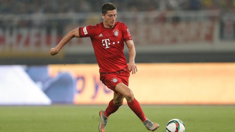 «Бавария» выиграла в Бремене благодаря дублю Левандовского
