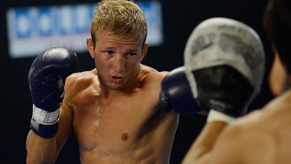 Диллашоу победил Сэндхагена  в главном бою турнира UFC в Лас-Вегасе