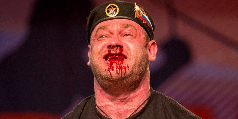 Русский морпех поднял 426 кг с залитым кровью лицом. Публика в США в восторге