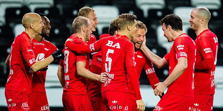 Футболисты норвежского клуба устроили оргию на газоне домашнего стадиона