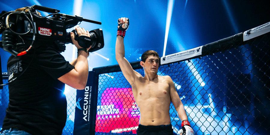 Боец ММА из России подрался с соперником после победного боя. У нас есть видео