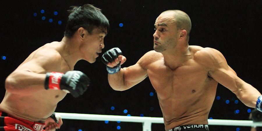 Бывший чемпион UFC выиграл бой с травмой ноги. Объясняем, как он это сделал