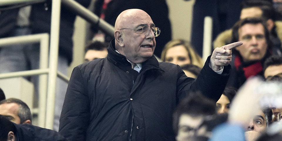 Галлиани выбегает на поле в шоке после пенальти. «Ювентус» — «Милан»: лучшие моменты