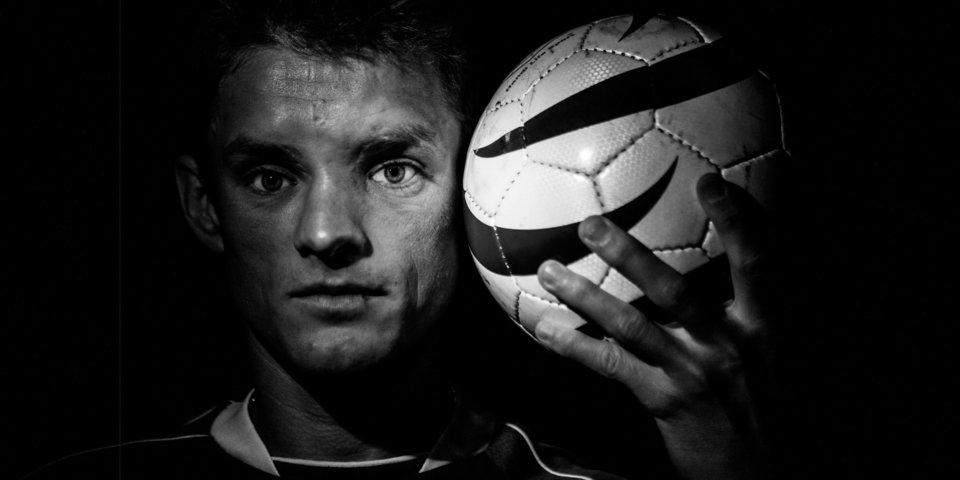 «Бум – и сразу темнота, как будто свет выключили». Невероятная история жизни чемпиона Европы по футболу Сергея Манжоса