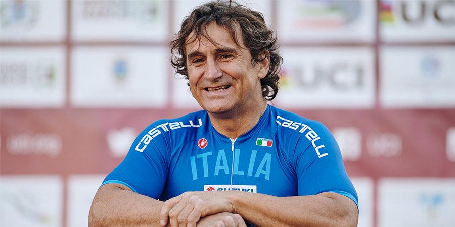 Дзанарди стал 12-кратным чемпионом мира по паравелоспорту. 18 лет назад бывший пилот «Формулы-1» потерял обе ноги