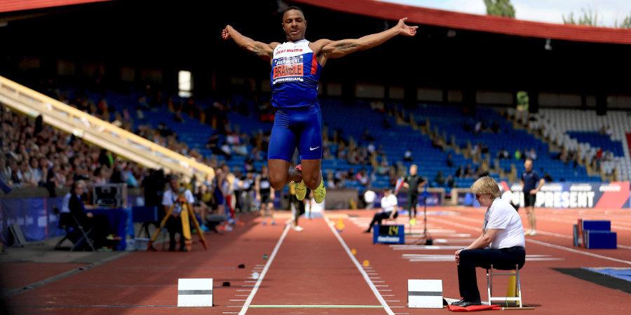 Пятикратный чемпион Британии по прыжкам в длину работает курьером. Его мечта — попасть на Олимпиаду