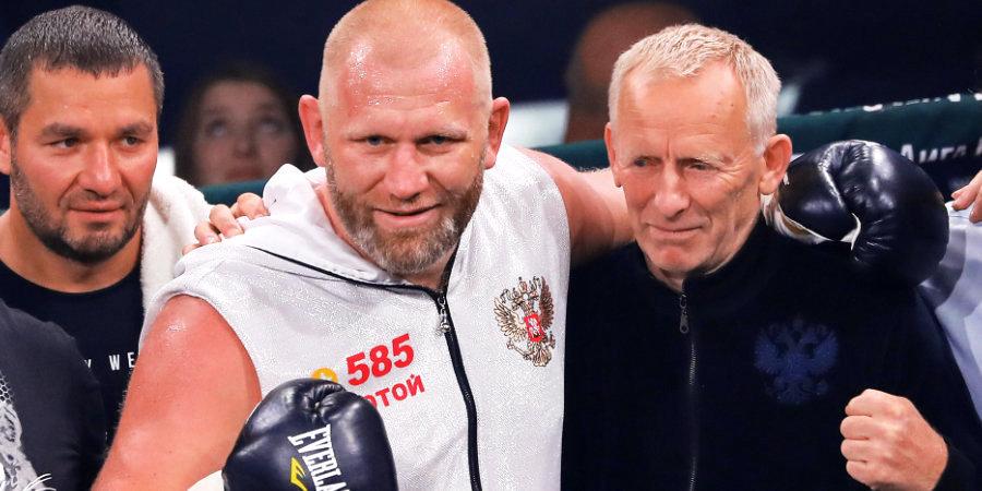 «В 15 лет он боксировал с омоновцем». Как отец тренировал Харитонова в деревне